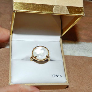 2/$25 ~ New in Box: Mother Of Pearl Ring Sz 6